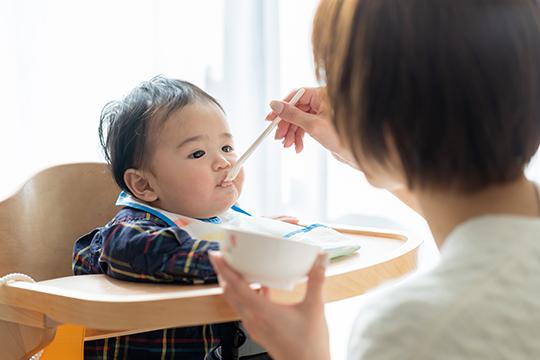 「自分で正しく食べられるようになる」ための食べさせ方